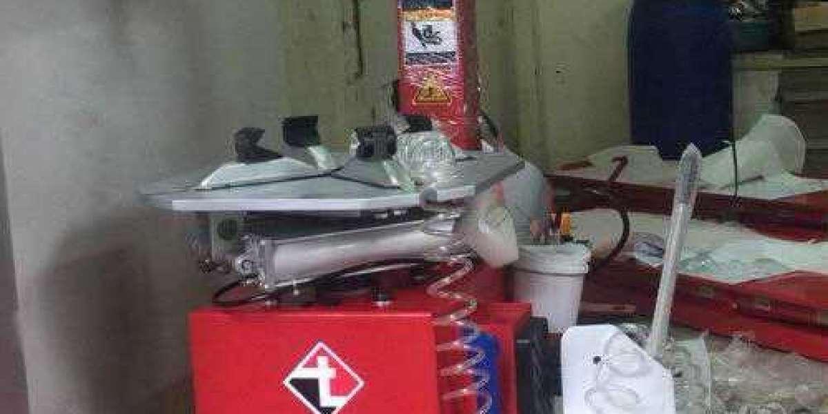 Máy ra vỏ chuyên dụng cho việc ra vào vỏ xe và kết hợp với các phụ kiên khác để sửa chữa